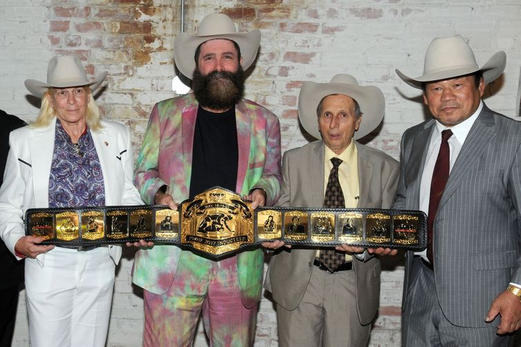 2017 Hall of Famers with the custom belt